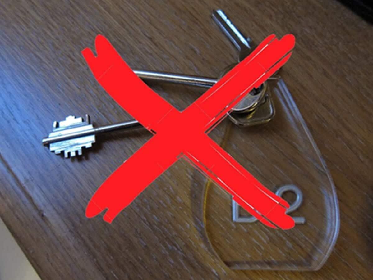 apri la porta dell'hotel senza chiavi