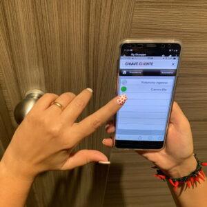 Apertura camera tramite smartphone